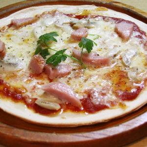 ガーリックとソーセージのピザ