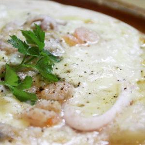 海鮮ホワイトソースピザ